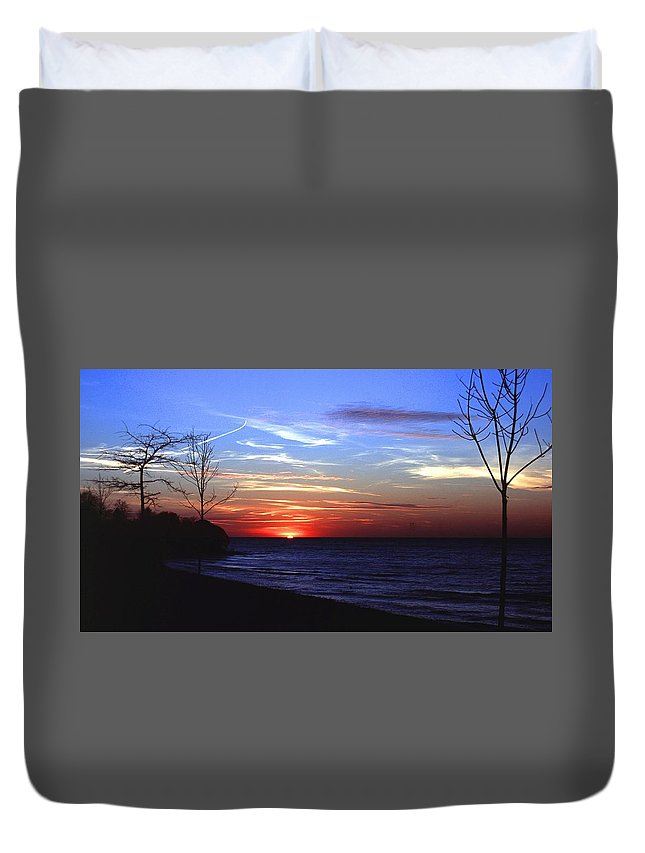 Sunset Duvet Cover featuring the photograph 112601-54 by Mike Davis