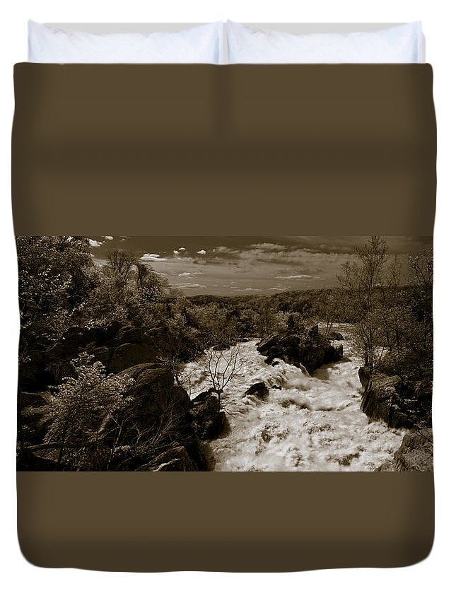 Forest Duvet Cover featuring the photograph Potomac River by Avril Christophe