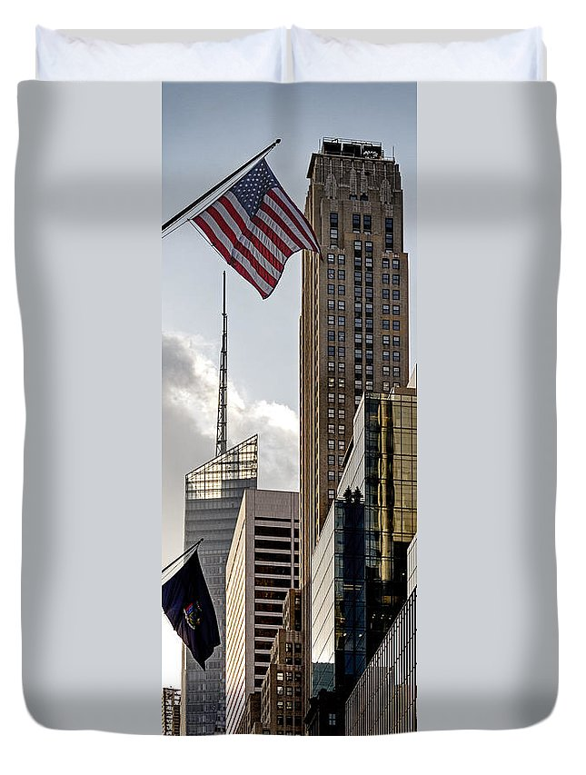 Amerikanisch Duvet Cover featuring the photograph New York by Juergen Held
