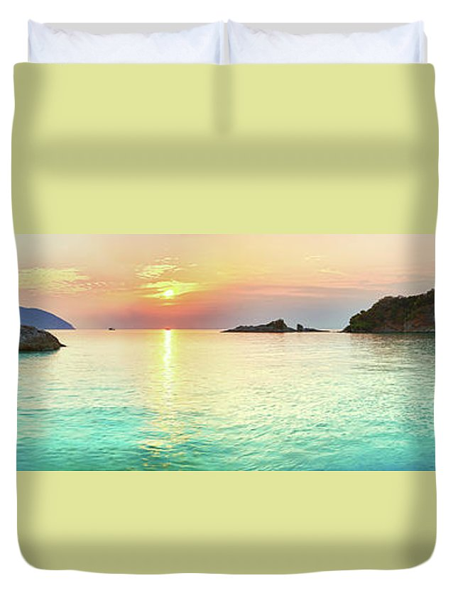 Sea Duvet Cover featuring the photograph Sunrise by MotHaiBaPhoto Prints