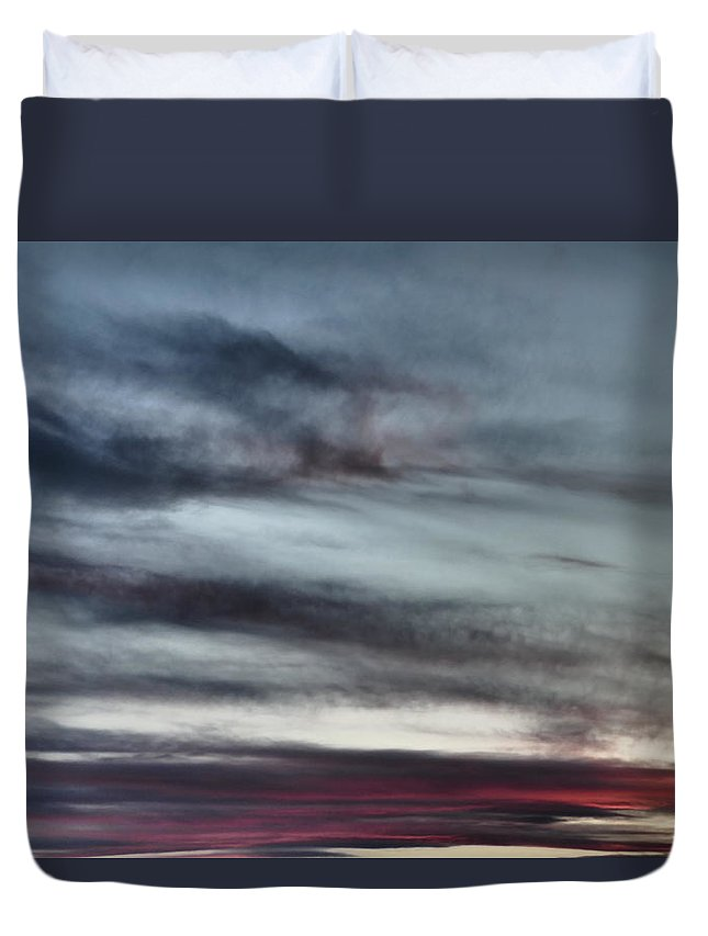 Idaho Sunsets Skyflowers Paul Stanner Duvet Cover featuring the photograph Horizon by Paul Stanner