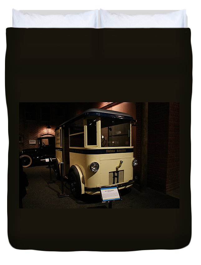 Helms Bakery Truck Duvet Cover featuring the photograph 1931 Helms Bakery Truck by Ernie Echols