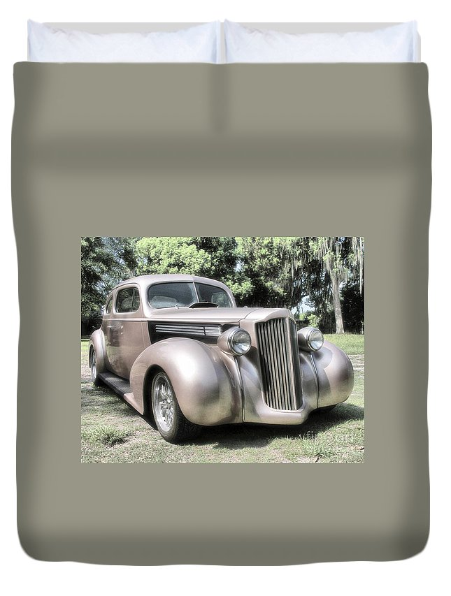 Classic Cars Duvet Cover featuring the photograph 1939 Packard Coupe by Richard Rizzo