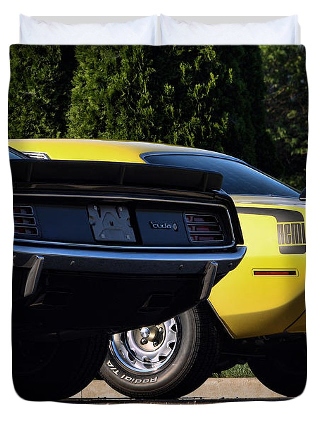 Dynamic Duvet Cover featuring the photograph 1970 Plymouth 'cuda 440 And Hemi by Gordon Dean II