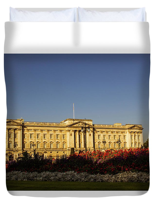 Buckingham Duvet Cover featuring the photograph Buckingham Palace. by Nigel Dudson