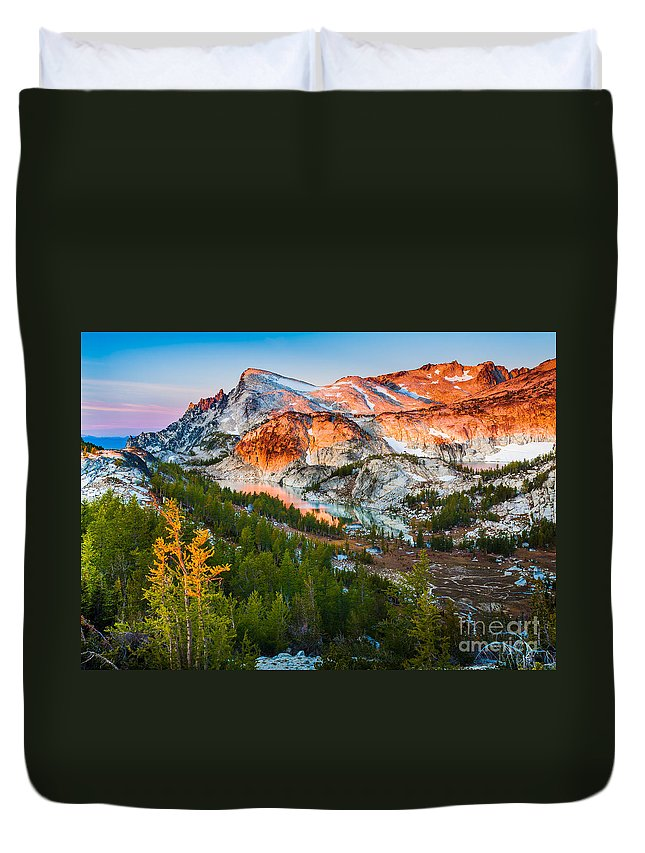Alpine Lakes Wilderness Duvet Cover featuring the photograph Little Annapurna by Inge Johnsson