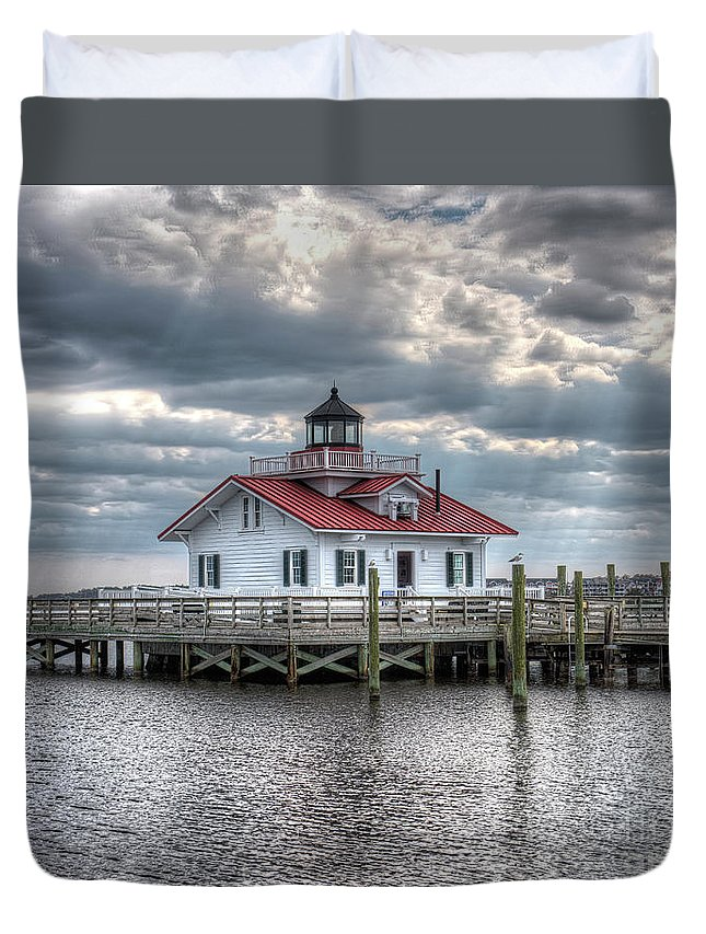 Currituck Beach Duvet Cover featuring the photograph Roanoke Marshes Lighthouse, Manteo, North Carolina by Greg Hager