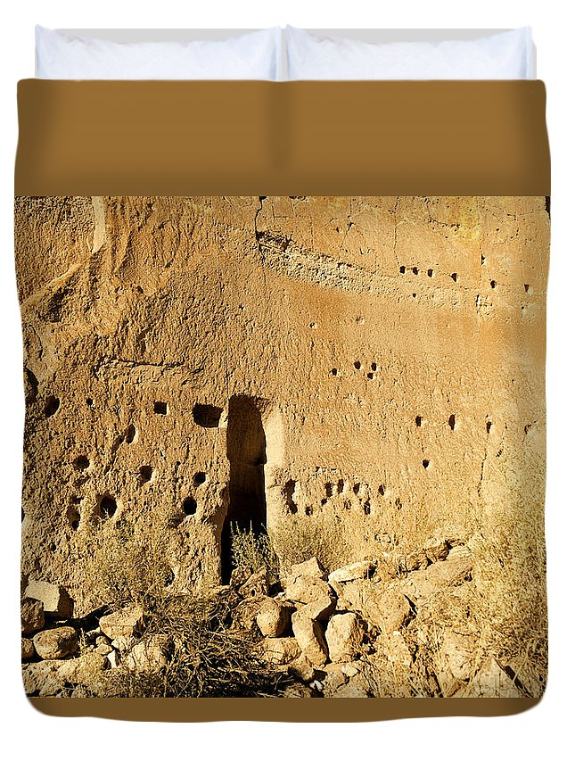 Puye Cliff Ruins Duvet Cover featuring the photograph Ruins by Jeff Swan