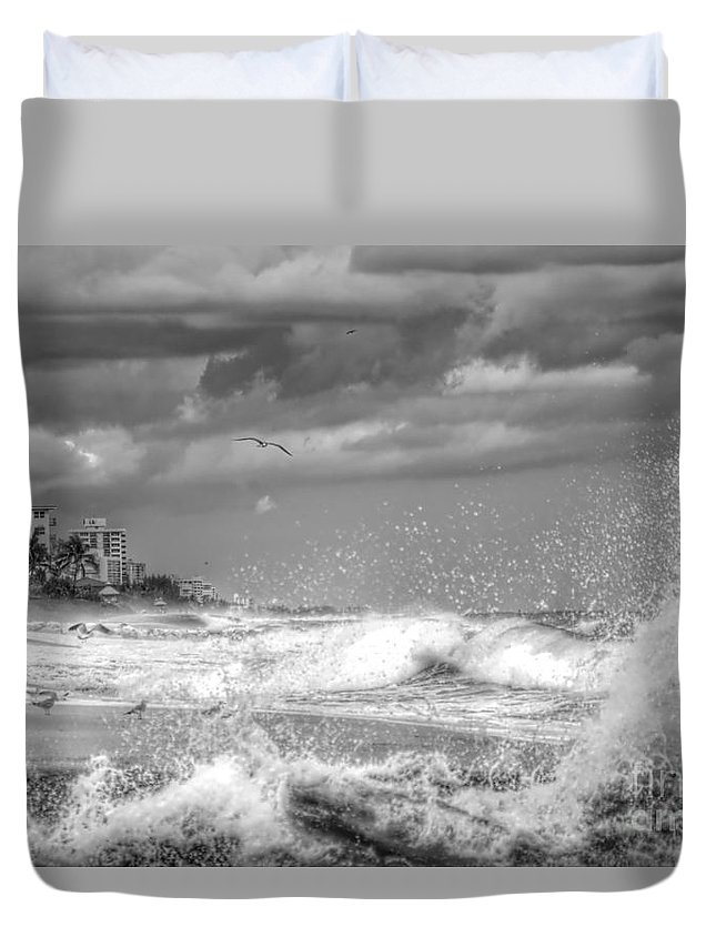 Landscape Duvet Cover featuring the photograph Serious Ocean by Glenn Forman