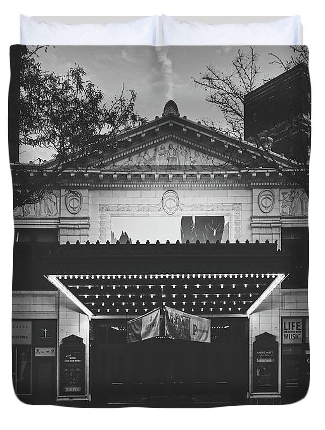 Hilbert Circle Theatre Duvet Cover featuring the photograph The Hilbert Circle Theatre Of Indianapolis by Library Of Congress