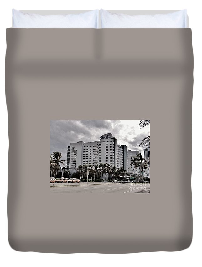 Famous Hotel Duvet Cover featuring the photograph Eden Roc Hotel by Rene Triay Photography