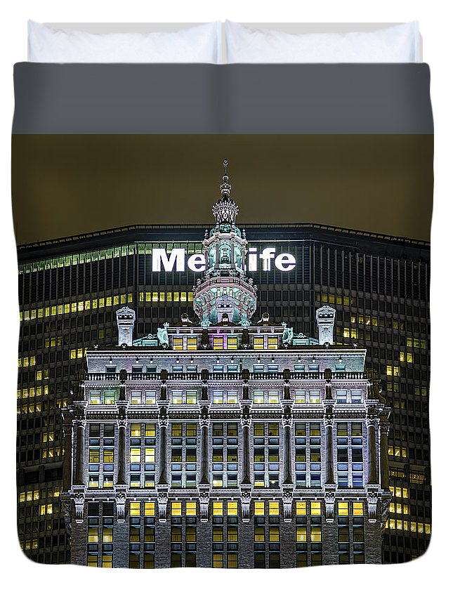 New York City Duvet Cover featuring the photograph Helmsley Building by Kenneth Grant