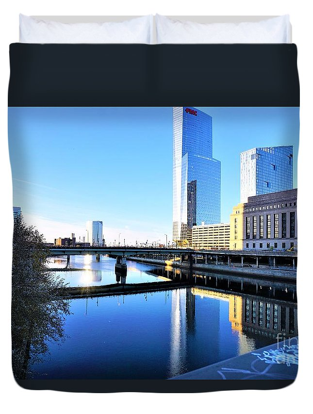 Philadelphia Duvet Cover featuring the photograph Philly Over The Schuylkill by Merle Grenz