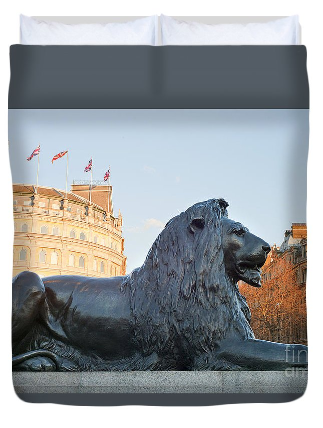 London Duvet Cover featuring the photograph London by Romeo Lombardi