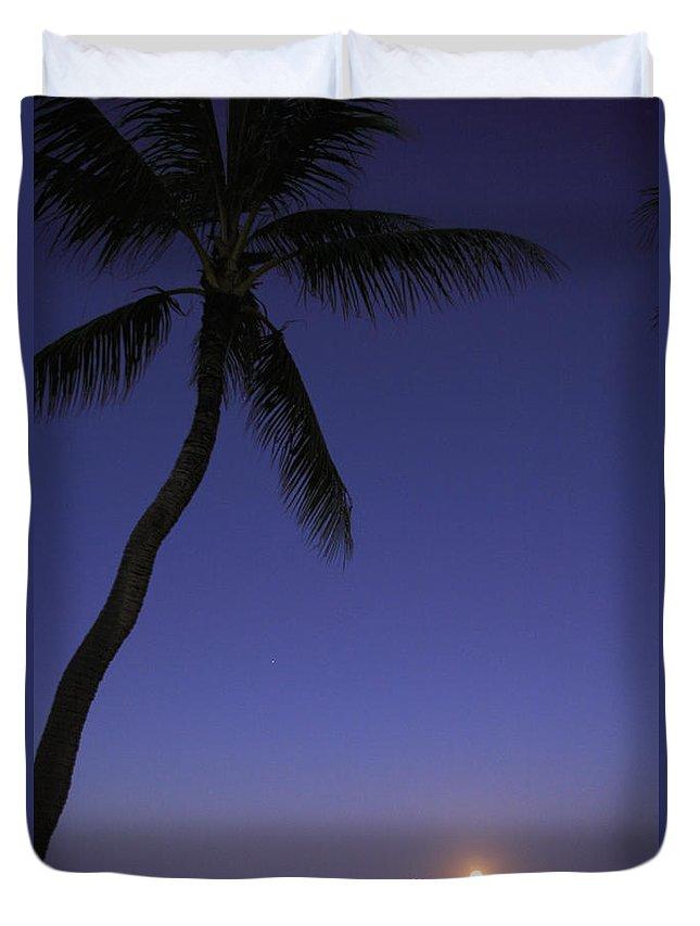 Beach Duvet Cover featuring the photograph Oahu, Lanikai Beach by Tomas del Amo - Printscapes