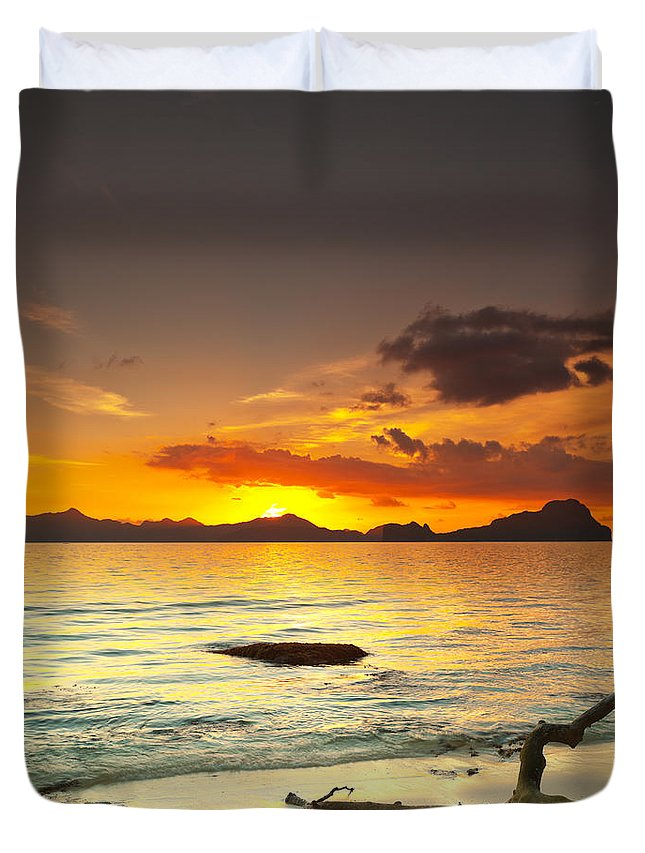 Beach Duvet Cover featuring the photograph Sunset by MotHaiBaPhoto Prints