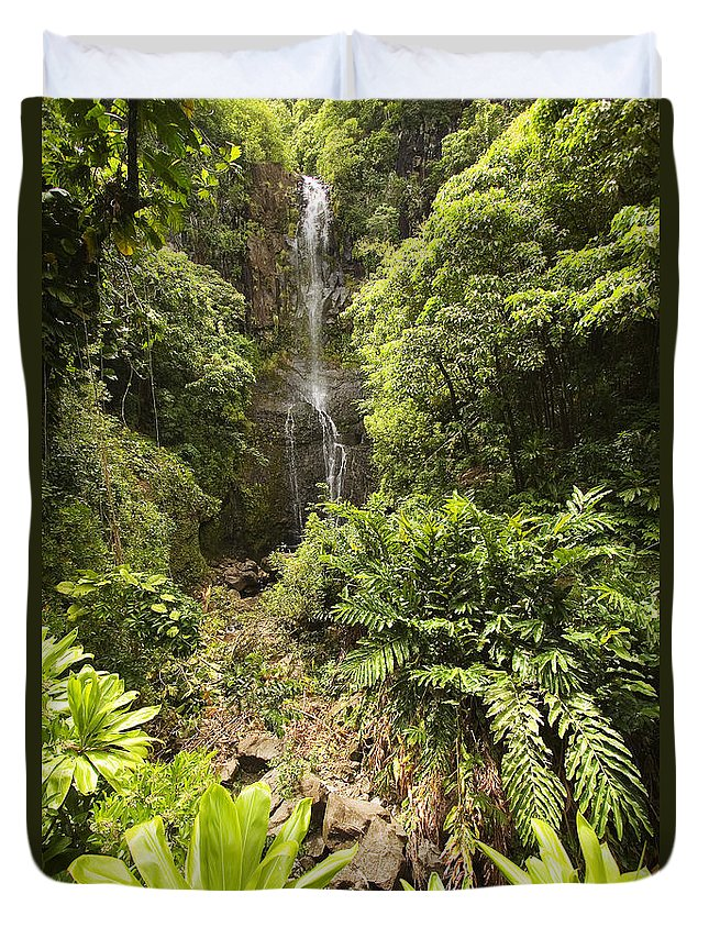 Beautiful Duvet Cover featuring the photograph Wailua Falls by Ron Dahlquist - Printscapes