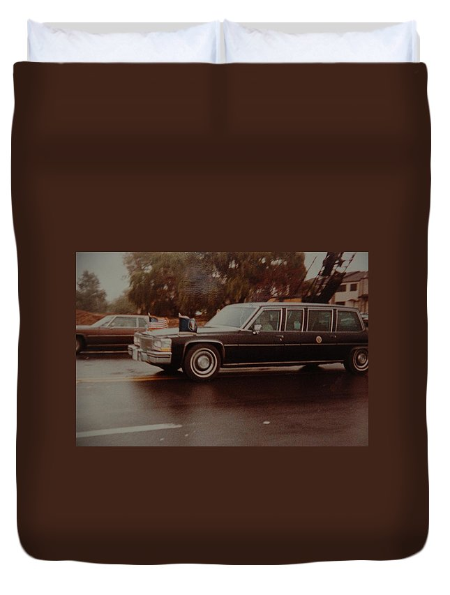Potus Duvet Cover featuring the photograph 40th In Valley Stream New York by Rob Hans