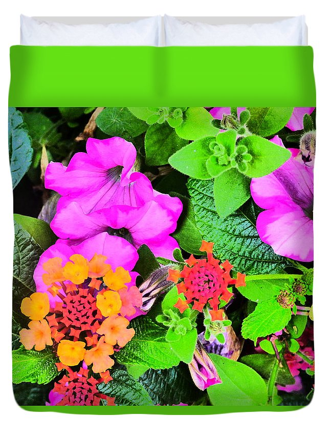 Idaho Spring Flowers Gardens Floral Paul Stanner Duvet Cover featuring the photograph Caravan Of Dreams by Paul Stanner