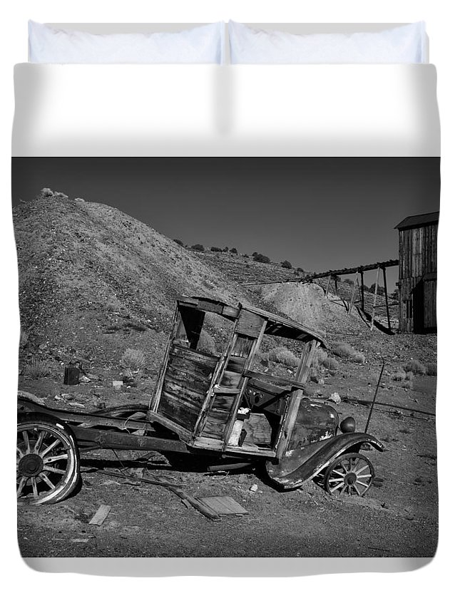 Usa Duvet Cover featuring the photograph Ghost Town by Christian Heeb