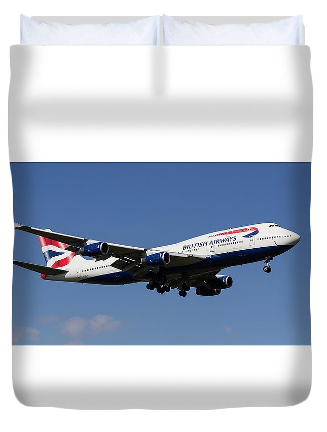 British Airways Duvet Cover featuring the photograph British Airways Boeing 747 by David Pyatt