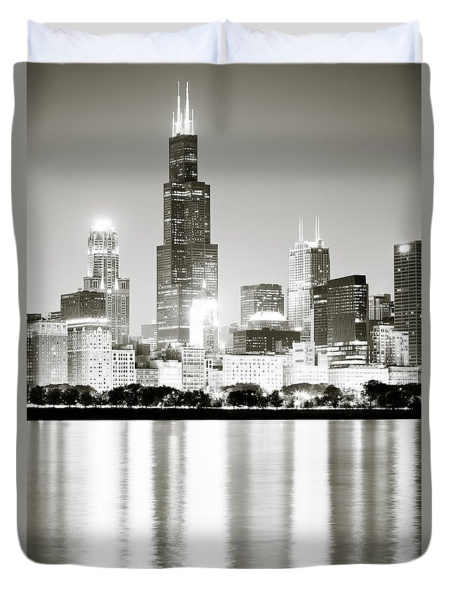 America Duvet Cover featuring the photograph Chicago Skyline At Night by Paul Velgos