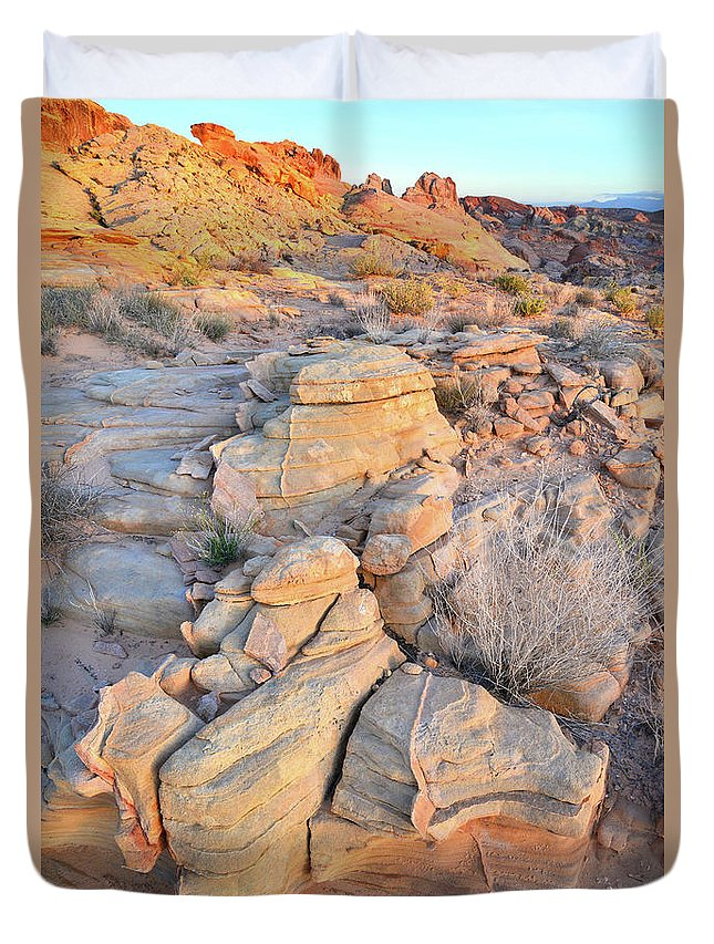 Valley Of Fire State Park Duvet Cover featuring the photograph Valley Of Fire Sunrise by Ray Mathis