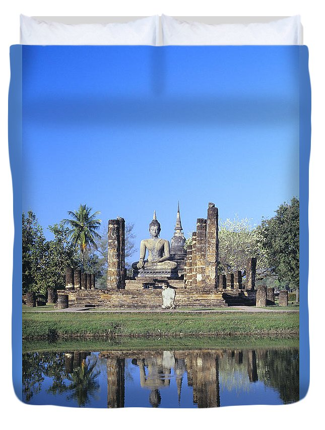 Ancient Duvet Cover featuring the photograph Wat Mahathat by Gloria & Richard Maschmeyer - Printscapes