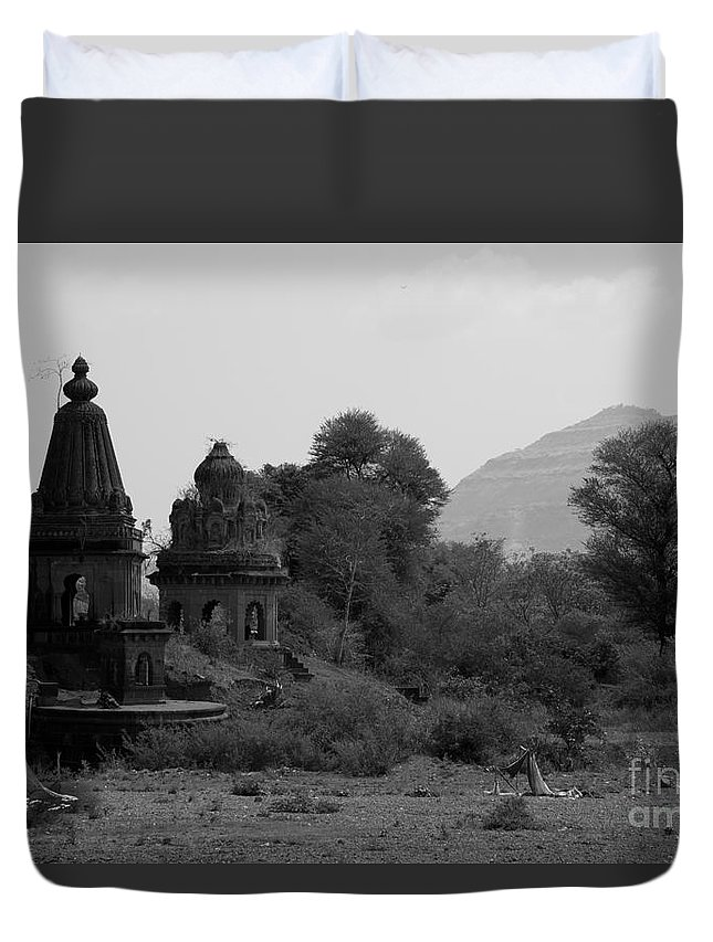 Mahuli Duvet Cover featuring the photograph Mahuli Village by Kiran Joshi
