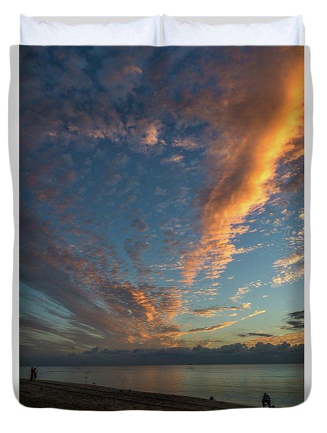 Atlantic Duvet Cover featuring the photograph 7972- Miami Beach Sunrise by David Lange