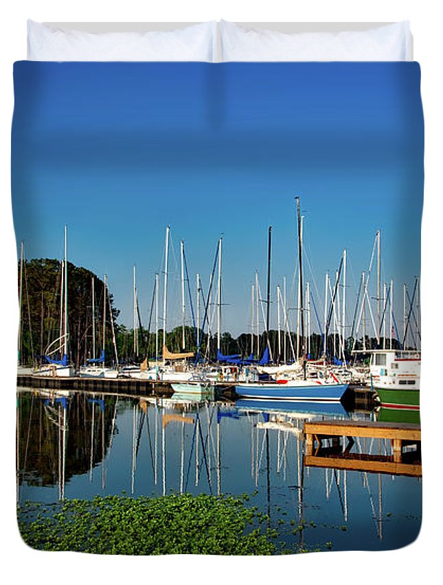 Alabama Duvet Cover featuring the photograph Lake Guntersville Alabama by Mountain Dreams