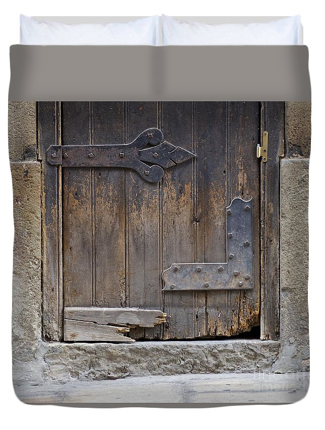 Architecture Duvet Cover featuring the photograph Untitled by Eric Reger