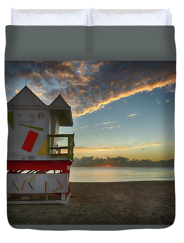 Atlantic Duvet Cover featuring the photograph 8990- Miami Beach Sunrise by David Lange