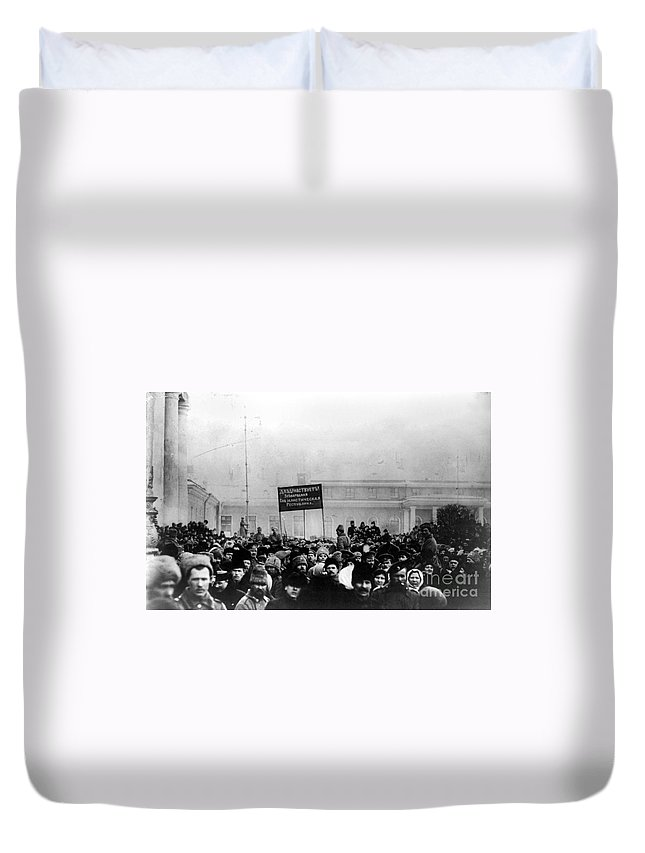 1917 Duvet Cover featuring the photograph Russian Revolution, 1917 by Granger