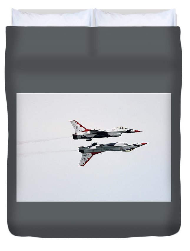 United States Air Force Duvet Cover featuring the photograph Usaf Thunderbirds by Victor Alcorn