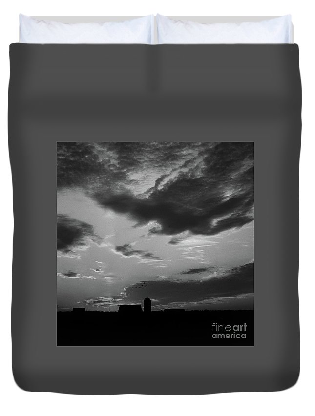 Scenic Tours Duvet Cover featuring the photograph A Farmer's Sunrise by Skip Willits