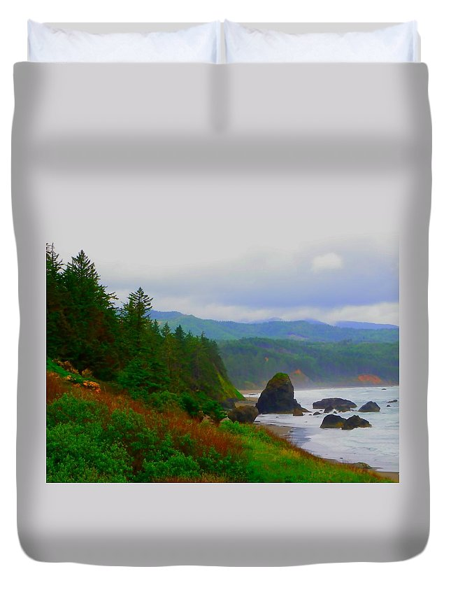 Outside Duvet Cover featuring the photograph A Glimpse Of Oregon by Charleen Treasures