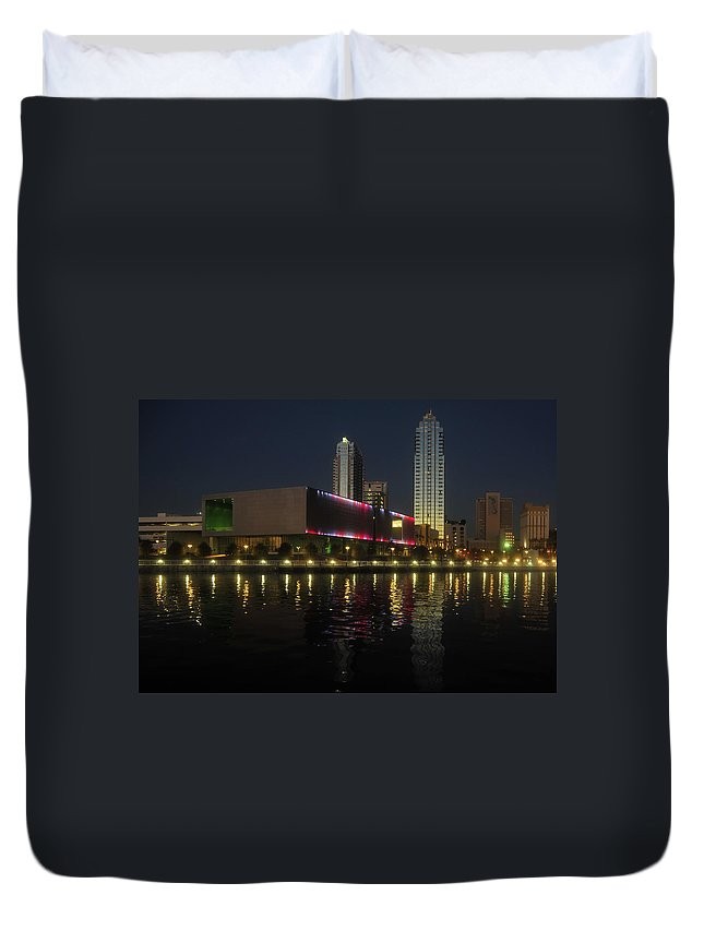 Tampa Museum Of Art Duvet Cover featuring the photograph A Night At The Museum by David Lee Thompson
