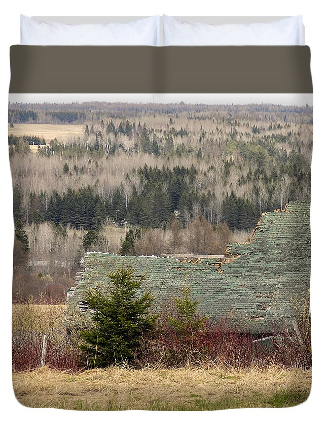 Barn Duvet Cover featuring the photograph A Reminder by William Tasker