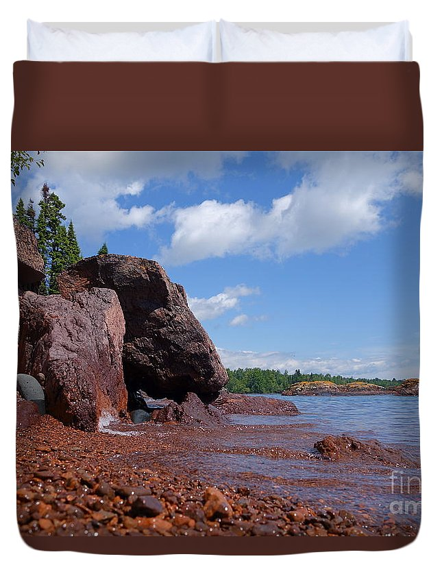 Minnesota's North Shore Duvet Cover featuring the photograph A Superior Red Rock Beach by Sandra Updyke