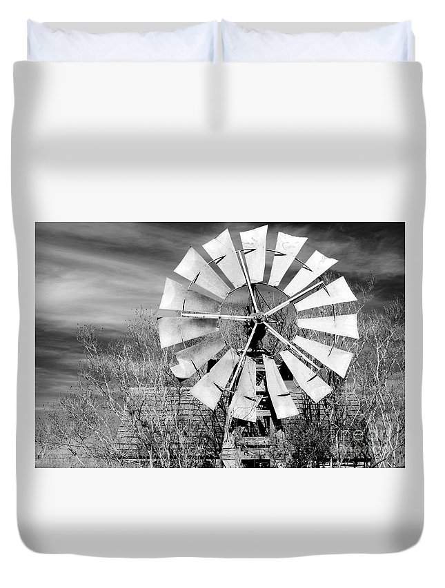 Windmill Duvet Cover featuring the photograph A Texas Windmill by Gary Richards