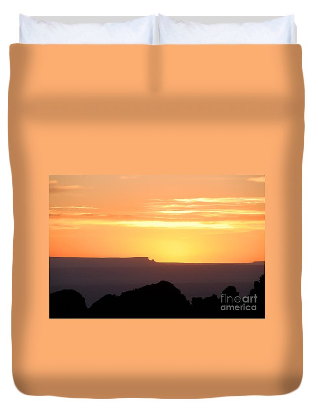 Western Us Duvet Cover featuring the photograph A Western Sunset by David Lee Thompson