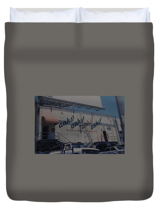 Architecture Duvet Cover featuring the photograph Aahs by Rob Hans