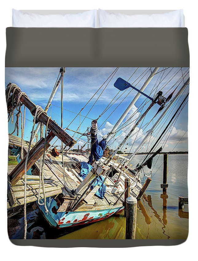 Abandoned Boat Duvet Cover featuring the photograph Abandoned Boat - Houston, Tx by Greg Vajdos