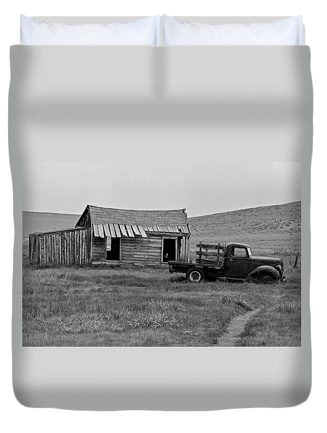 Bodie Duvet Cover featuring the photograph Abandoned Ford Truck And Shed by David Hohmann