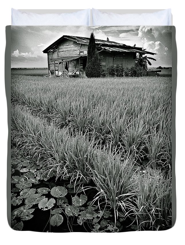 House Duvet Cover featuring the photograph Abandoned House by Dave Bowman