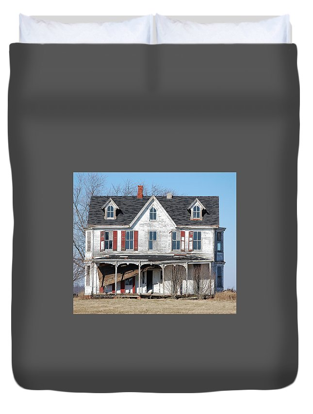 Farmhouse Duvet Cover featuring the digital art Abandoned by Richard Ortolano