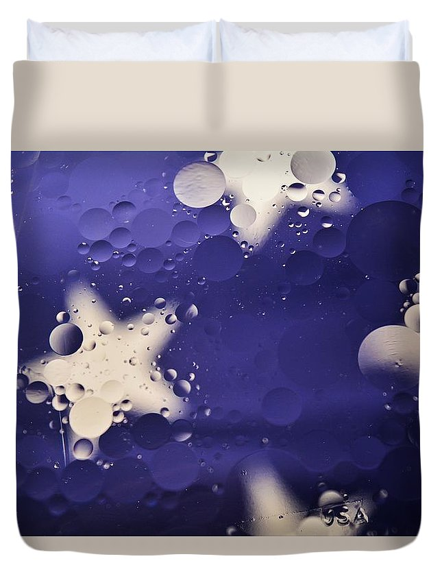 Abstract Oil And Water Duvet Cover featuring the photograph Abstract Oil And Water 2 by Dennis Nelson