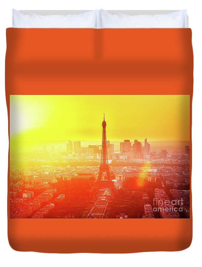 Eiffel Duvet Cover featuring the photograph Sunset In Paris by Anastasy Yarmolovich