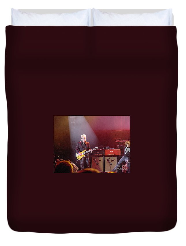 Aerosmith Duvet Cover featuring the photograph Aerosmith-brad Whitford-00154 by Gary Gingrich Galleries